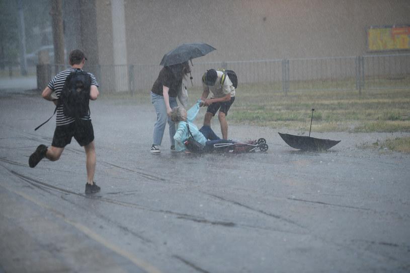 Ulewny deszcz i burze w Warszawie, zdjęcie archiwalne /Zbyszek Kaczmarek /Reporter