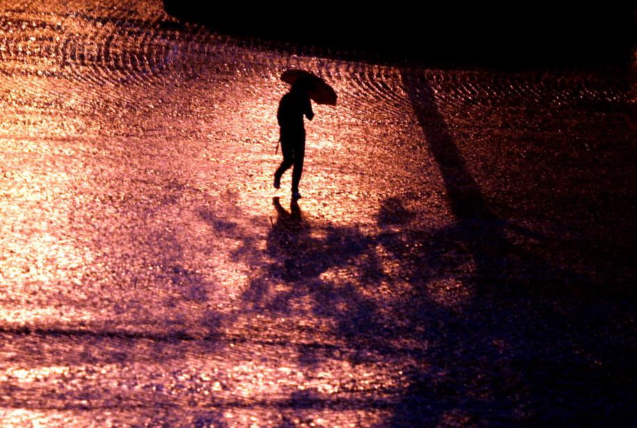Ulewny, jesienny deszcz / Tomasz Gzell    /PAP