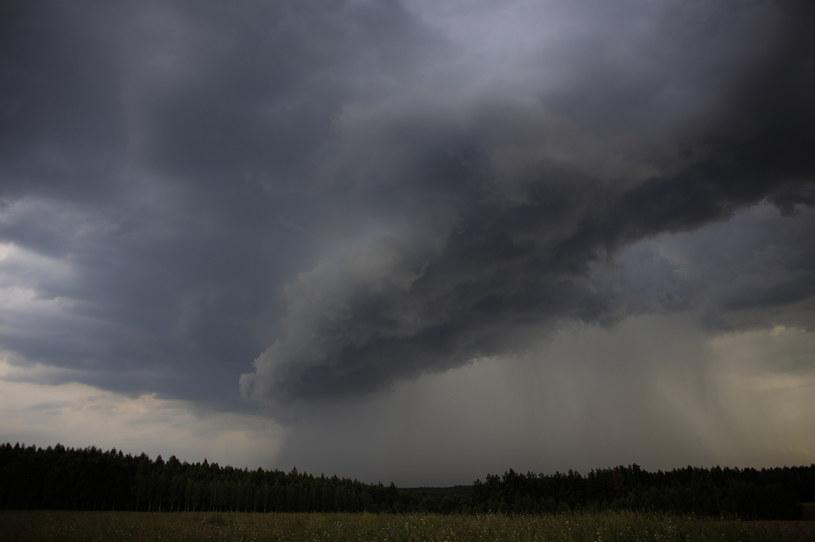 Ulewy nad Polską; na zdjęciu chmura burzowa na Podlasiu /Maciej Luczniewski /Agencja FORUM
