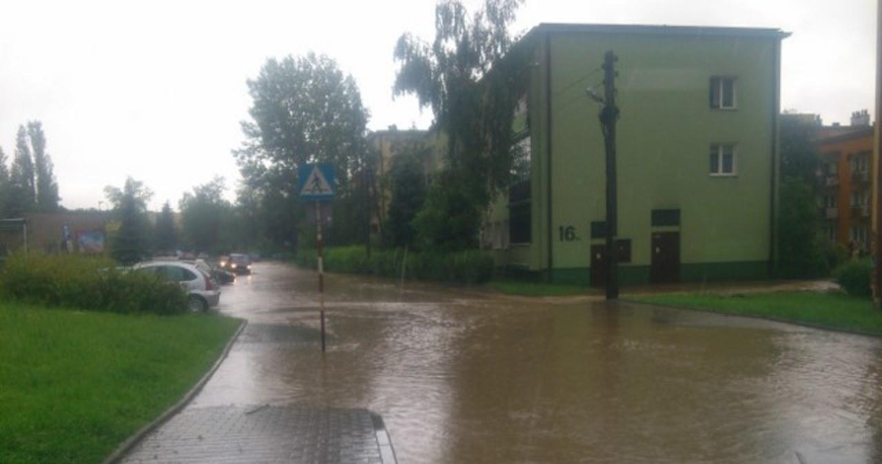 Ulewy nawiedzają całą Polskę, wiele miejscowości jest podtopionych. Wasze zdjęcia: