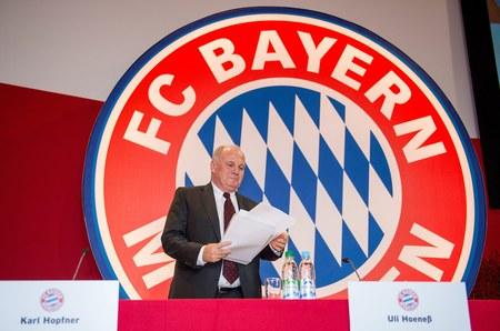 Uli Hoeness podczas walnego zgromadzenia Bayernu