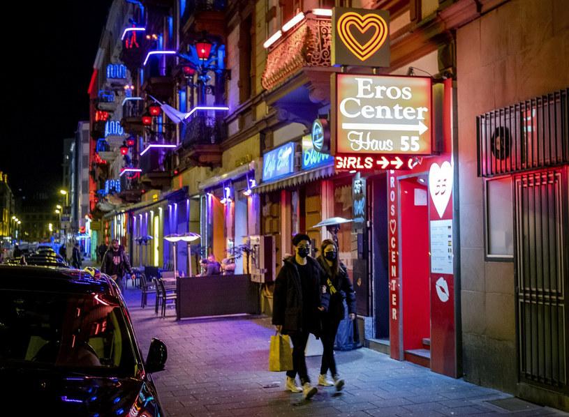 Ulica czerwonych latarni we Frankfurcie /MICHAEL PROBST /East News