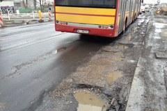 Ulica Marsa jak z Marsa: Dziury i wyrwy na warszawskiej arterii