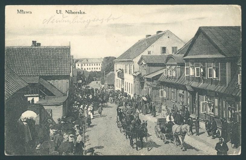Ulica Niborska w Mławie. Pocztówka z początku XX wieku (domena publiczna) /Ciekawostki Historyczne