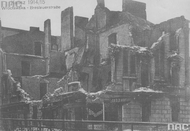 Ulica Wrocławska w Kaliszu. Fragment zniszczonej kamienicy /Z archiwum Narodowego Archiwum Cyfrowego