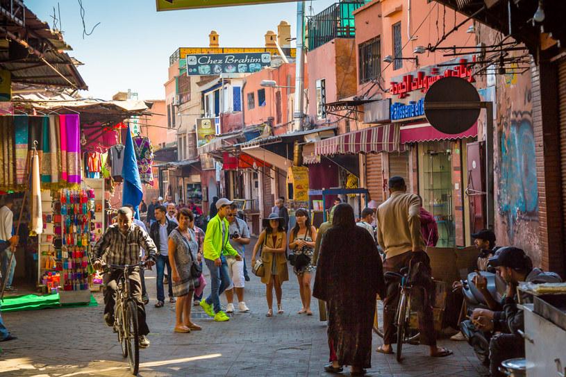 Ulice Marrakeszu pulsują kolorami /123RF/PICSEL