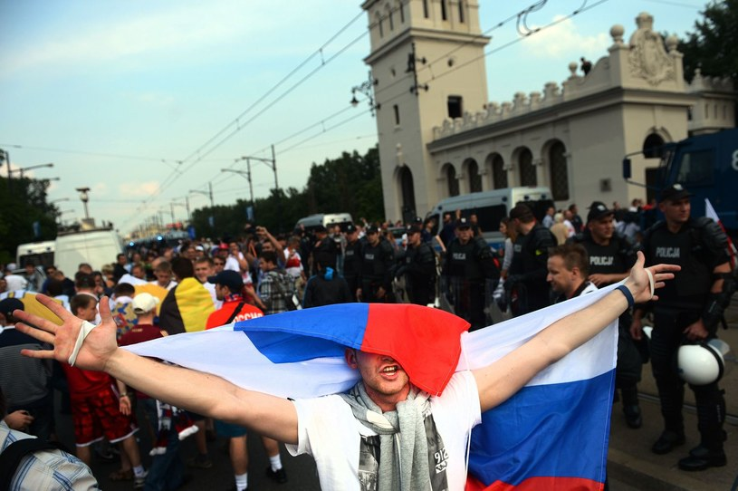 Ulice Warszawy przed meczem Polska-Rosja podczas Euro 2012 /AFP