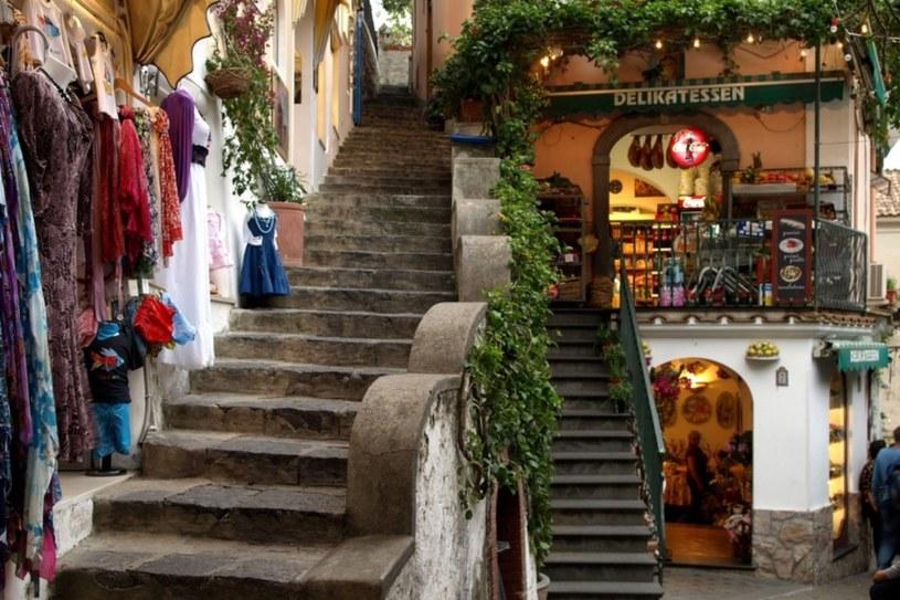 Uliczka Positano - ulubionego miejsca najbardziej znanych celebrytów /East News