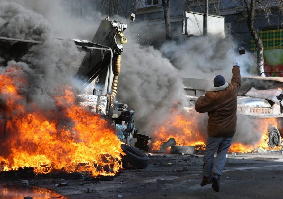 Uliczne starcia w Kijowie, giną ludzie /IGOR KOVALENKO /PAP/EPA