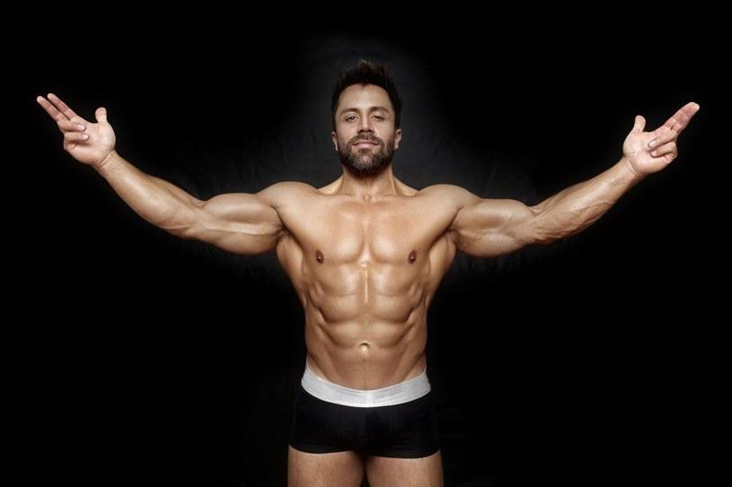 Ułożenie i wyglad mięśni brzucha uwarunkowane są genetycznie /123RF/PICSEL
