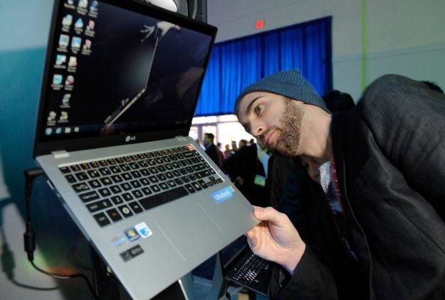 Ultrabooki cieszą się dużo większym zainteresowaniem niż standardowe laptopy /AFP