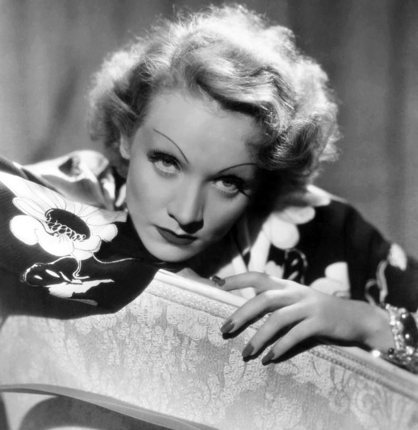 Ultracienkie brwi lansowała przed laty Marlene Dietrich /East News