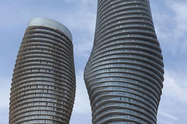 Ultranowoczesne wieżowce w Mississauga koło Toronto /