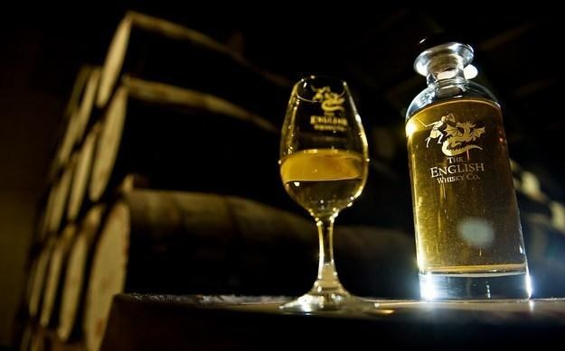 Ulubiona inwestycja Wall Street to teraz whisky? /AFP