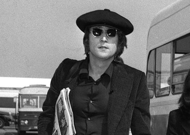 Ulubionym instrumentem Johna Lennona był Gibson J-160Es /arch. AFP