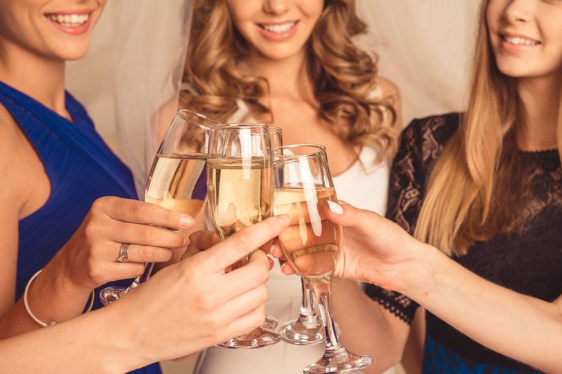 Umiarkowana konsumpcja szampana może pozytywnie wpływać na funkcjonowanie poznawcze, takie jak pamięć /123RF/PICSEL