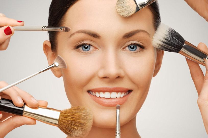 Umiejętny makijaż może odjąć ci lat /123RF/PICSEL
