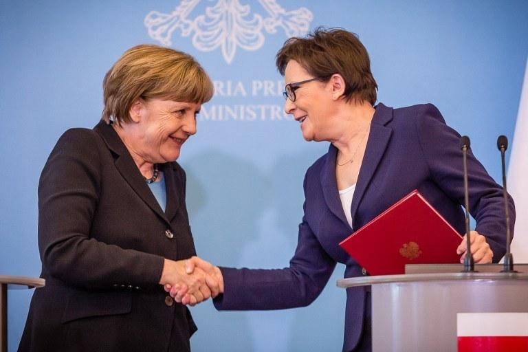 Umowa została podpisana w czasie konsultacji międzyrządowych pod przewodnictwem premier Ewy Kopacz i kanclerz Angeli Merkel /AFP