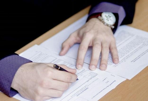 Umowę o pracę należy sporządzić w dwóch jednobrzmiących egzemplarzach /© Bauer