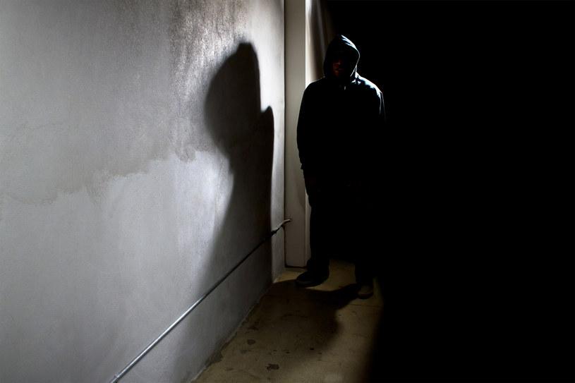 """""""Umrzesz ze strachu, kiedy stanę pod twoimi drzwiami"""" napisał stalker do Katarzyny /123RF/PICSEL"""