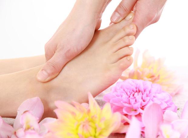 Umyte stopy należy bardzo dokładnie osuszyć /Picsel /123RF/PICSEL