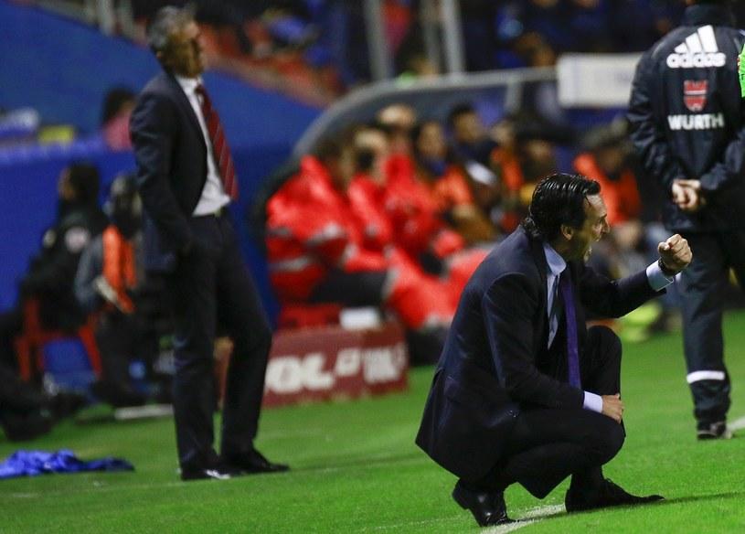 Unai Emery podczas meczu przykłada olbrzymią wagę do detali /AFP