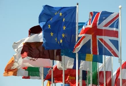 Unia Europejska może wprowadzić dotkliwe kary za korzystanie z sieci P2P /AFP