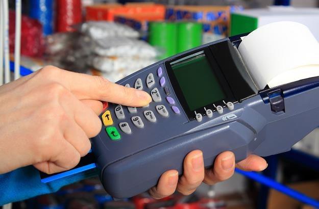 Unia jest solidarna w sprawie opłat za transakcje kartami /