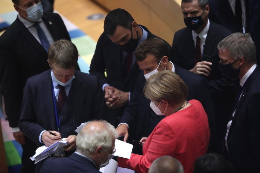 Unijni przywódcy - m.in. kanclerz Niemiec Angela Merkel, prezydent Francji Emmanuel Macron i premier Hiszpanii Pedro Sanchez - w trakcie rozmów na szczycie UE w Brukseli /Francisco Seco / POOL /PAP/EPA