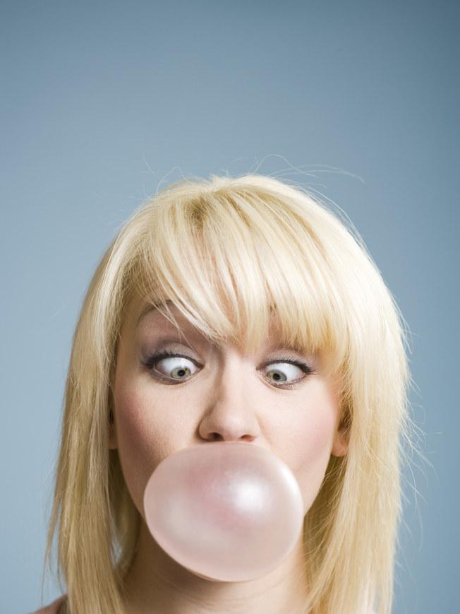 Unikaj gum do żucia /© Photogenica