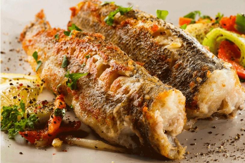 Unikaj ryb pochodzących z hodowli /123RF/PICSEL