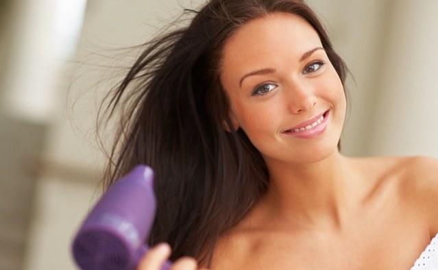 Unikaj suszenia włosów /© Photogenica