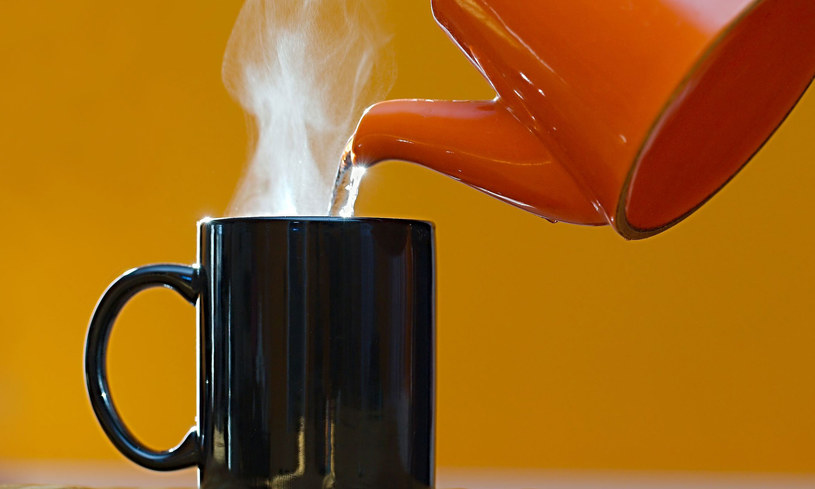 Unikaj wrzątku, pij wodę w temperaturze 70 stopni C /Picsel /123RF/PICSEL
