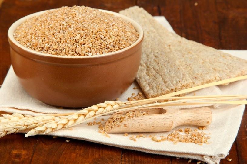Unikajmy otrębów z dodatkami smakowymi, aromatami i cukrem /123RF/PICSEL