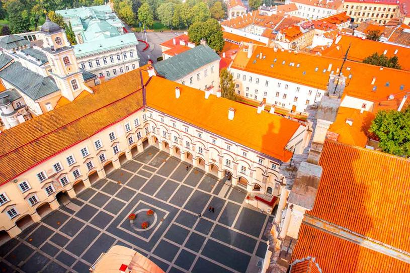 Uniwersytet Wileński  wskrzeszony w październiku 1919 roku nosił imię Stefana Batorego. /123RF/PICSEL