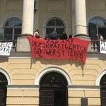"""""""Uniwersytety na balkony"""". Studenci protestują przeciwko reformie Gowina"""