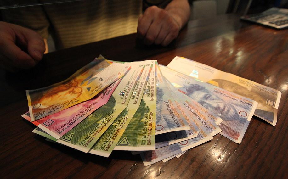 UOKiK: Getin Noble Bank i Credit Agricole zmienią praktyki ws. frankowiczów /Grzegorz Michałowski /PAP