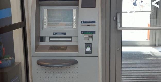 UOKiK sprawdził, czy wydawane przez banki karty płatnicze rzeczywiście nic nie kosztują. Zdjęcie ilustracyjne /Malwina Zaborowska /RMF FM