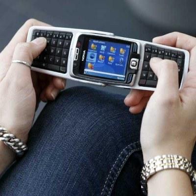 UOKiK teraz prowadzi sześć postępowań w sprawie sms-owych konkursów /AFP