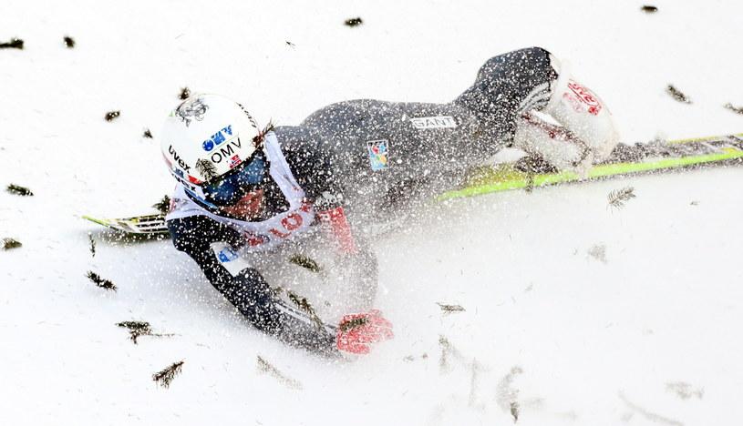 Upadek Andersa Bardala podczas kwalifikacji na skoczni w Wiśle /fot. Grzegorz Momot /PAP
