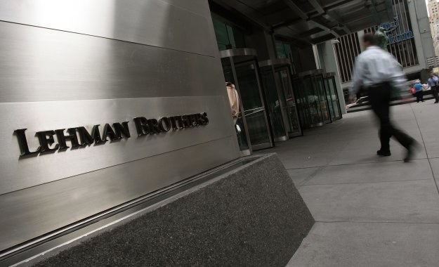 Upadek banku Lehman Brothers przez wiele dziesięcioleci będzie budzić grozę jako synonim krachu /AFP