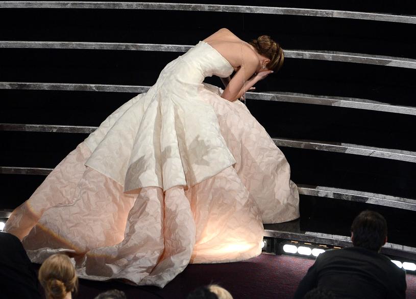 Upadek Jennifer Lawrence podczas oscarowej gali (2013) /Kevin Winter /Getty Images