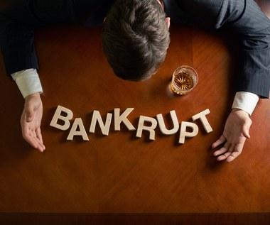 Upadłościowe domino. Przepisy tarczy antykryzysowej zwiększają ryzyko bankructwa wielu firm