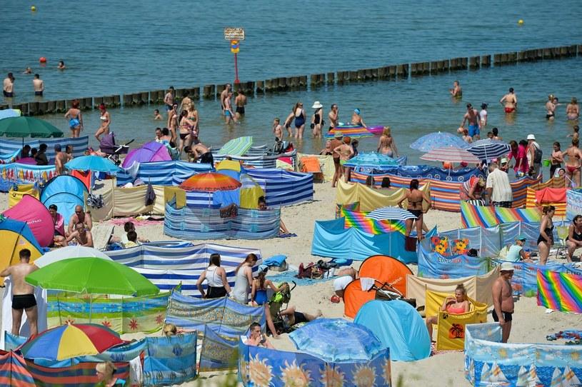 Upalne lato nad polskim Bałtykiem, na zd. plaża w Ustce /GERARD/REPORTER /East News