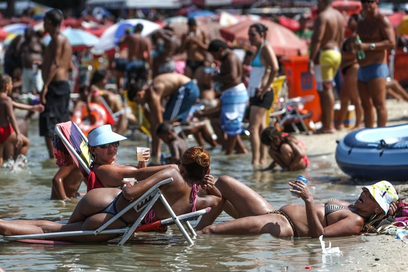 Upalny piątek w Rio de Janeiro. /Antonio Lacerda /PAP/EPA