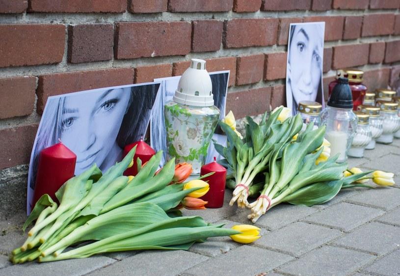 Upamiętnienie Magdaleny Ż. przed ambasadą Egiptu w Warszawie /Zofia Drozynska /East News