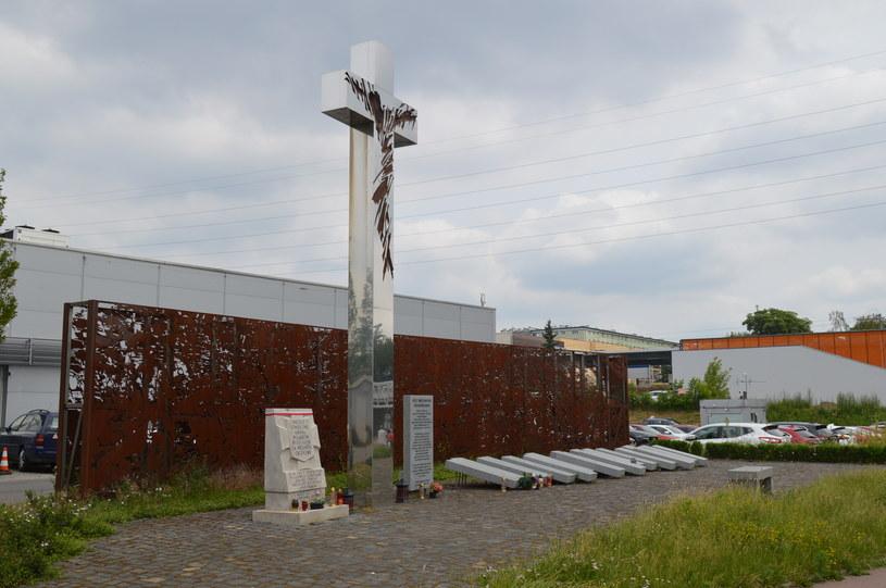 Upamiętnione miejsce jednej z największych masowych egzekucji na Woli, przy ulicy Górczewskiej /Tomasz Stańczyk /