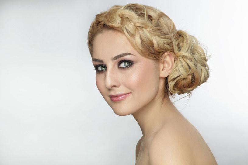 Upięcie włosów nie zajmować dużo czasu /123RF/PICSEL