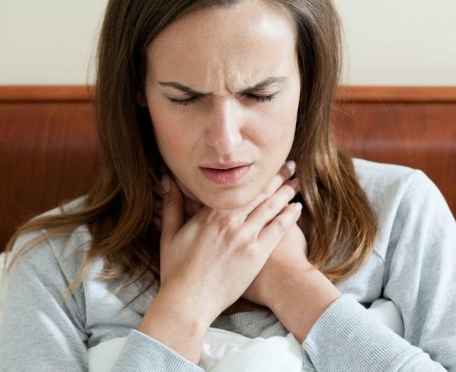 Uporczywy ból gardła /© Photogenica