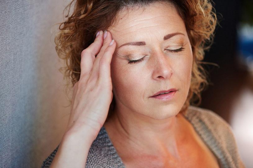 Uporczywy ból potrafi paraliżować nawet na kilka dni /123RF/PICSEL